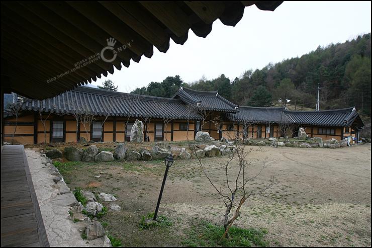 한옥 마당의 모습