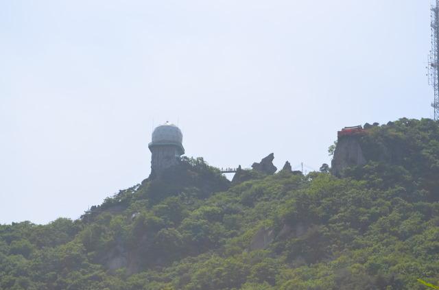 멀리 보이는 꼭대기의 모습