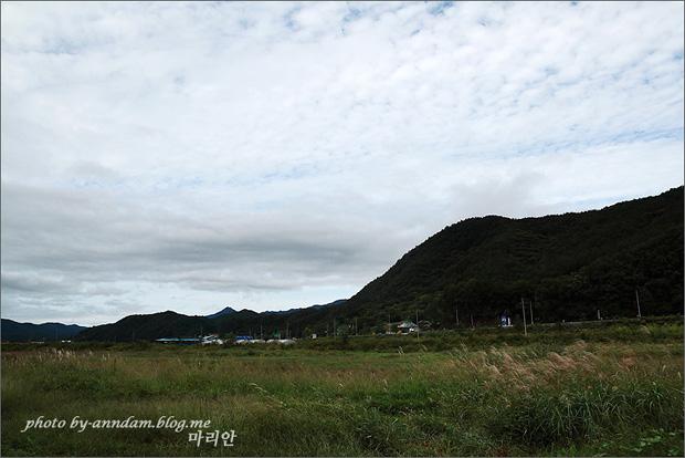산과 하늘의 모습
