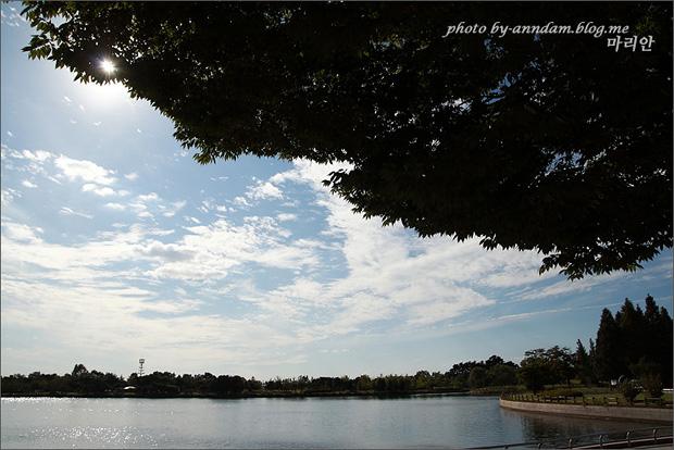 호수와 하늘의 모습