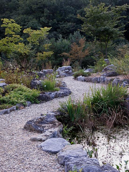 돌로 만들어진 산책로