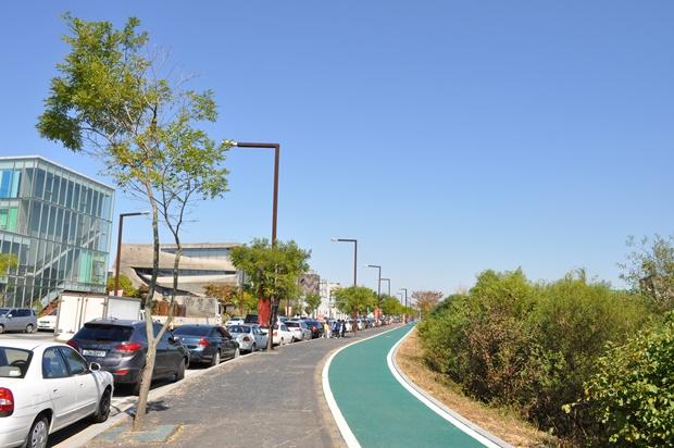 산책로 겸 자전거 도로의 모습
