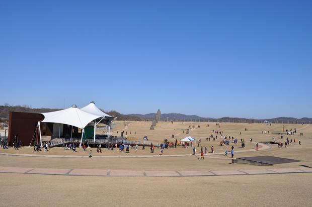 멀리 보이는 공연장의 모습