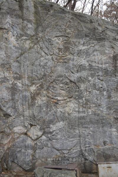 돌에 새겨진 그림의 모습
