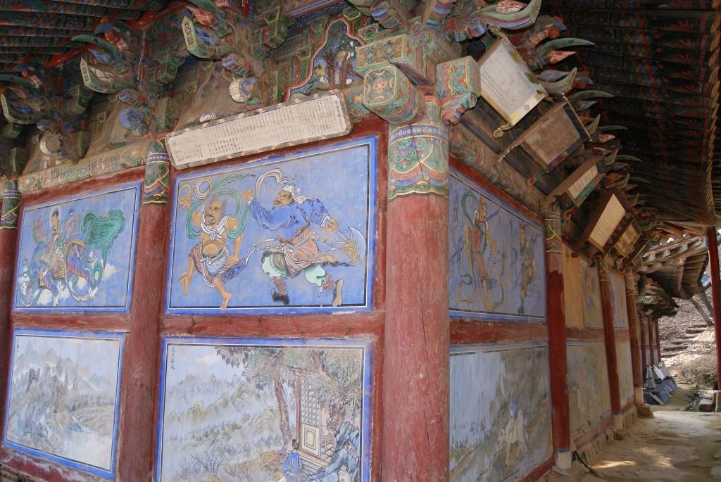 건물 벽에 그려진 그림들