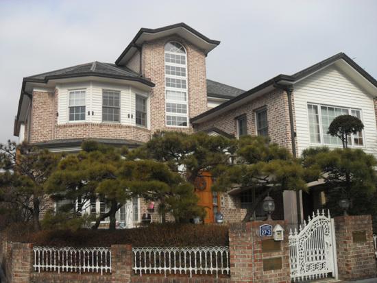 2층 집의 모습