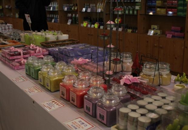 향초등 허브 제품들의 모습