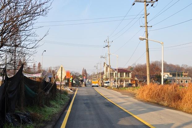 한적한 모습의 도로