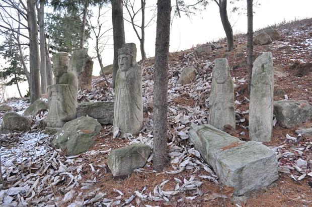 석상들의 모습