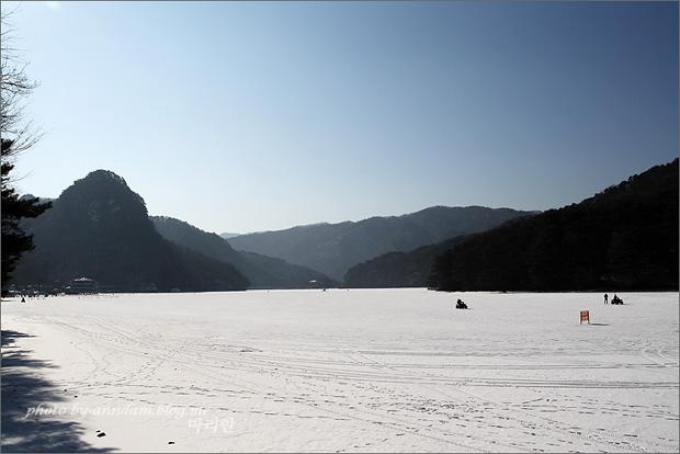 호수의 전경