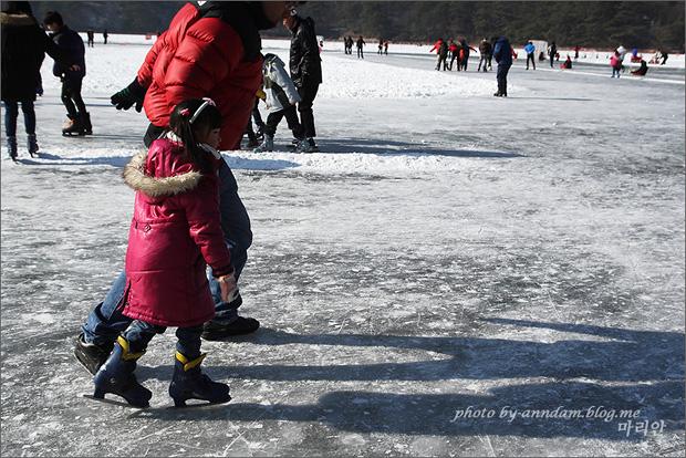 스케이트를 타는 모습