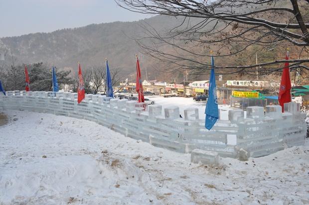 깃발이 달린 얼음성곽