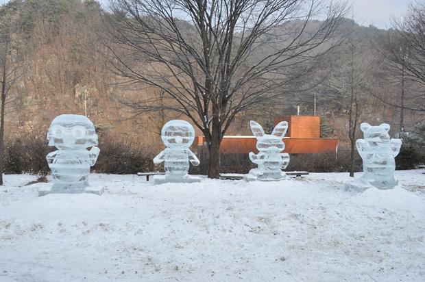 뽀로로 친구들 얼음조각