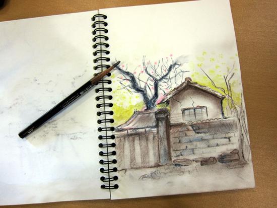 스케치북에 그려놓은 그림