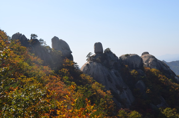 멀리보이는 산의 정상