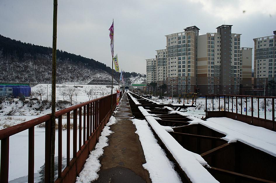 녹이슨 경춘선 옛 철로의 모습