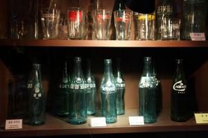 예전에 사용하던 유리로 된 음료수 병의 모습