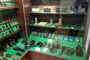 옛 전화기 및 핸드폰의 모습