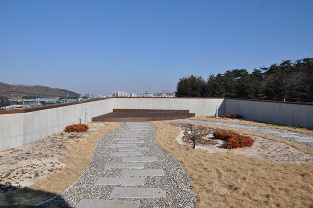 생태이야기관 옥상의 모습