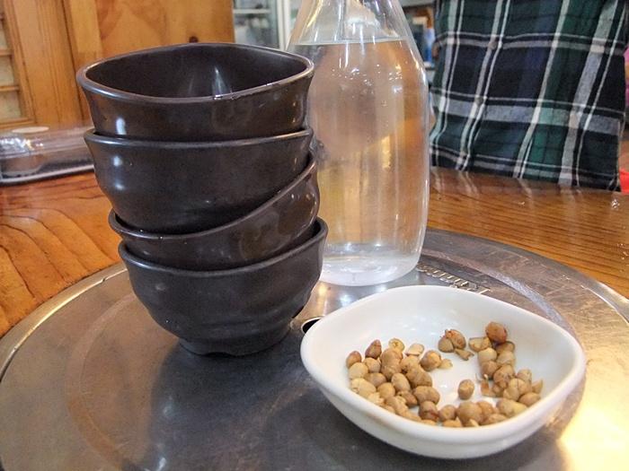 밥그릇같은 물컵과 장단콩