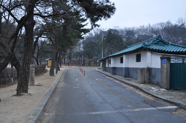 홍유릉 초입의 도로의 모습