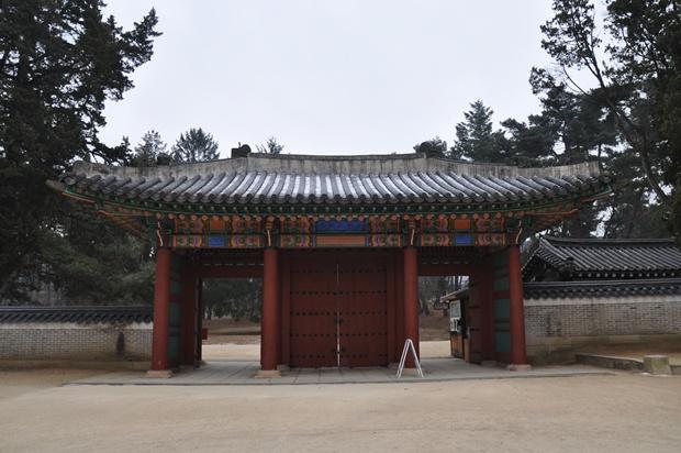 홍유릉 입구의 모습