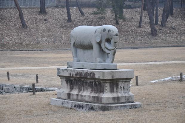 코끼리 모양의 석탑