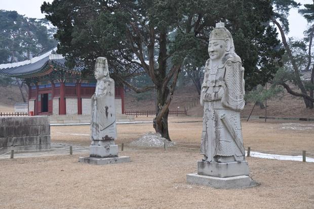 문석인과 무석인 석탑