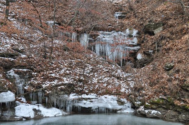 고드름이 얼어 있는 모습