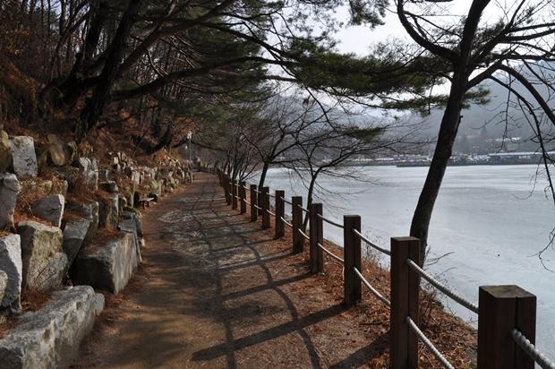 산정호수 산책로의 모습