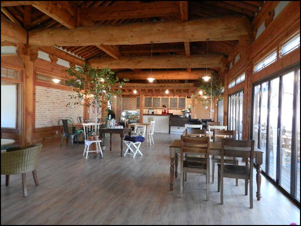 음식점 내부의 모습