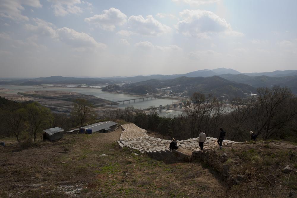 파사성 위에서 바라본 풍경의 모습