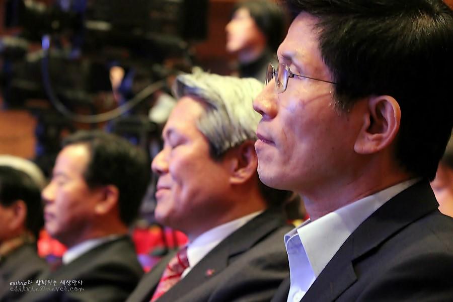 경기도지사와 안양시장 그리고 경기농림진흥재단 이사장님을 비롯한 각계 인사들의 모습