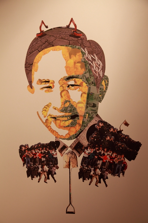 굴삭기 및 시위 모습으로 만든 이명박 대통령의 모습