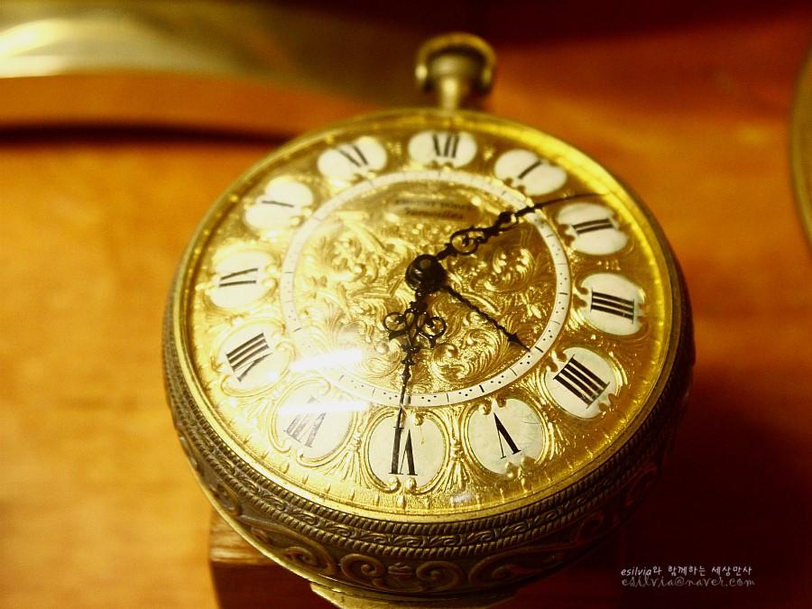 황금 회중시계