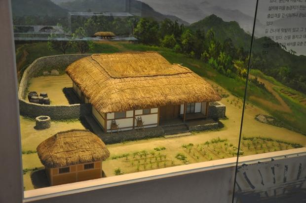조선시대 초가집 모형의 모습