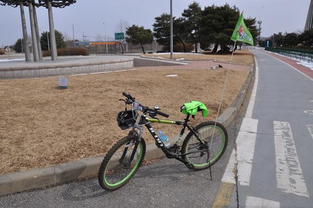 현장에서 빌려주는 자전거의 모습