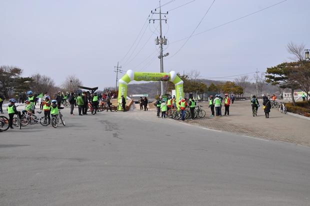 DMZ 자전거 투어의 출발점인 평화의 종앞 광장의 모습