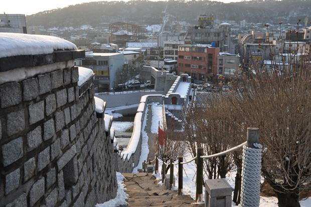 팔달시장까지 복원한 성곽길