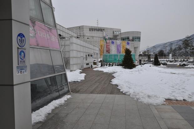 멀리 보이는 박물관 건물