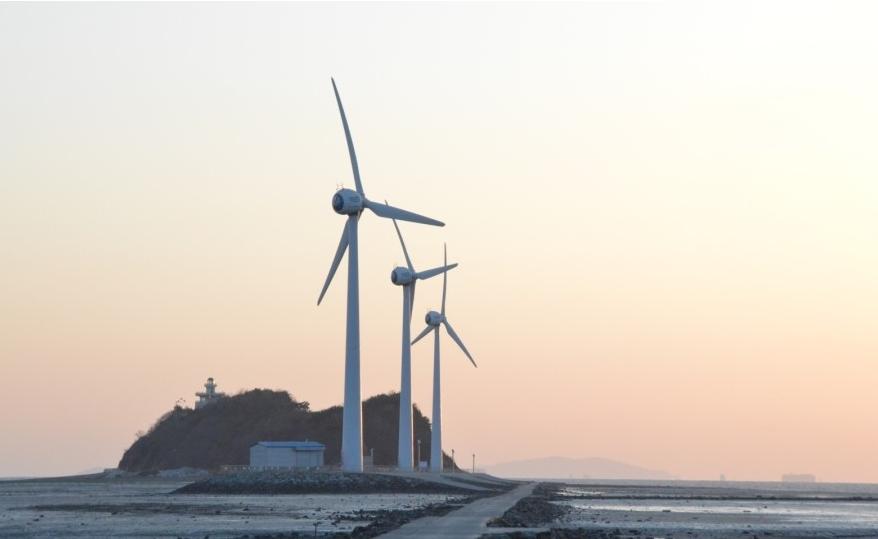풍력발전기와 일몰