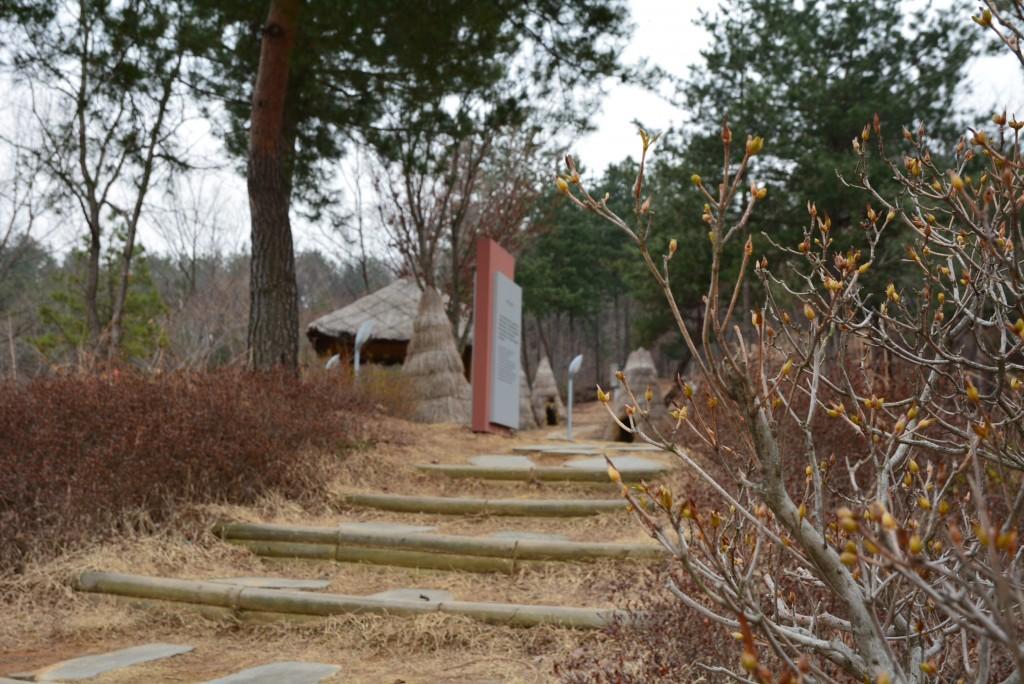 수숫단 오솔길으로 가는 계단