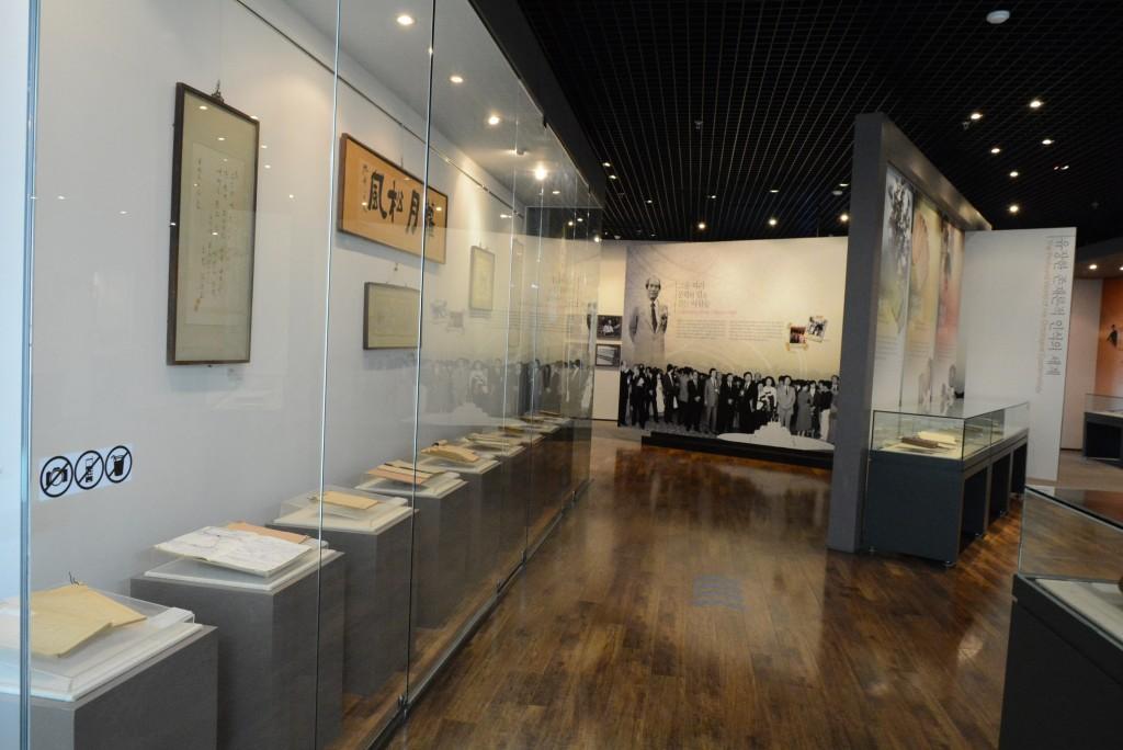 황순원문학관의 내부 전시장 모습