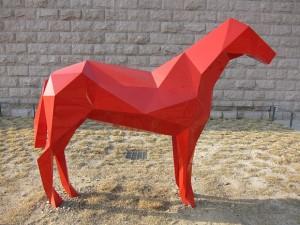 말모양의 조각물