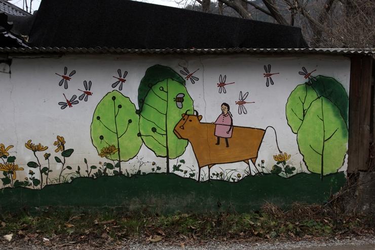 소를 타고 가는 여인의 벽화