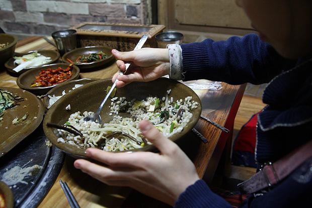 고추장 대신 된장찌개로만 비빈 비빔밥