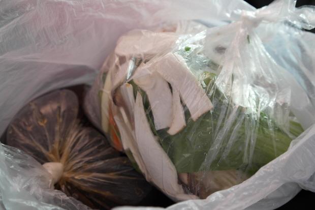 봉지에 담긴 불고기용 육수와 야채세트
