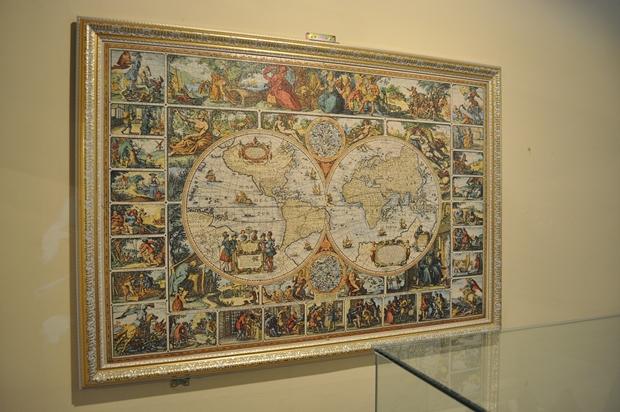 옛날 세계지도를 표현한 퍼즐 작품