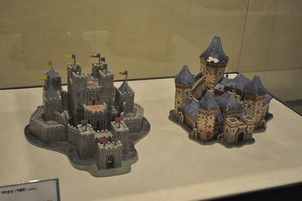 아더왕의 성 카멜롯을 비롯한 퍼즐로 만든 중세시대의 성