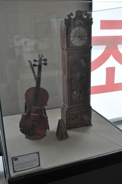 퍼즐로 만든 악기와 가구